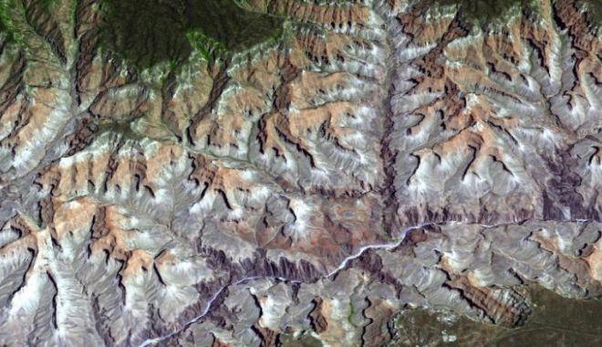 CNN: Imagini spectaculoase făcute de NASA. Cum arată Pământul din spaţiu - 4-1619166993.jpg