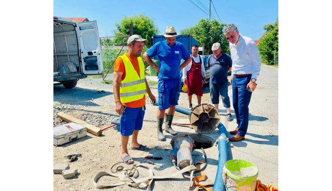 Autorităţile locale din Năvodari se implică în reparaţia reţelelor de canalizare - chelarulucrari12-1626978288.jpg