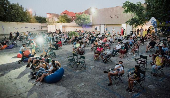 Cinemascop, mai mult decât un festival de film, la grădina de vară din Eforie Sud - cinemascop-1627221415.jpg