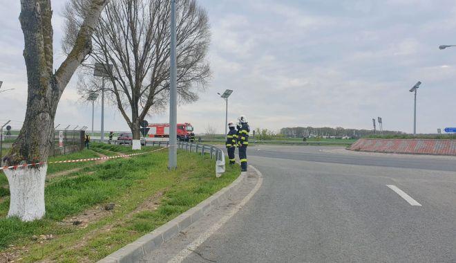Cisternă plină cu combustibil, răsturnată în apropierea Aeroportului Mihail Kogălniceanu - cisterna13-1619531100.jpg