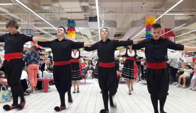 Bucurie, diversitate culturală şi clienţi încântaţi, la aniversarea cora 10 ani - coradansuri2-1627491549.jpg