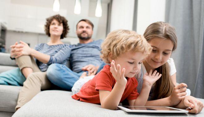 Se mai adoptă copii pe timp de pandemie? Statul îi stimulează financiar pe părinţi - fondadoptii-1618247414.jpg