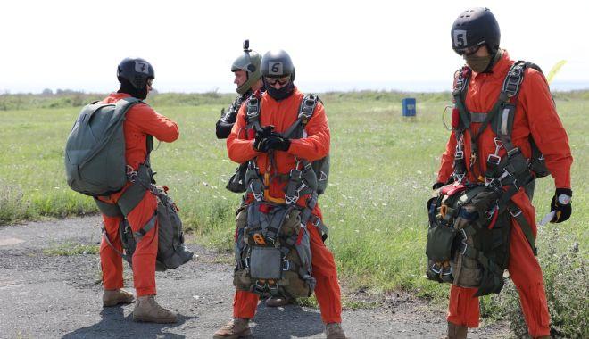 Parașutiștii Forțelor pentru Operații Speciale, la cursuri, în poligonul Capu Midia - fondparasutistiiprint-1627316234.jpg