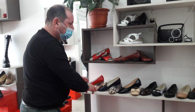 """Din mâinile lui ies adevărate creații și, totuși, este dezamăgit! """"Pantofii româneşti nu mai au căutare"""" - jos-1613317176.jpg"""