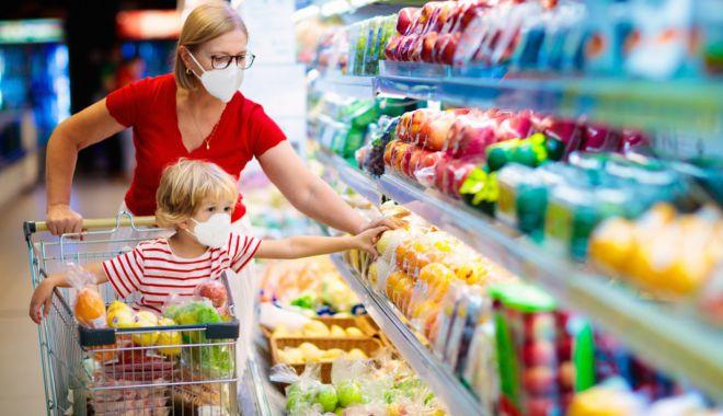 Când intră în vigoare restricţiile suplimentare, cu magazinele închise la ora 18 şi circulaţie interzisă după ora 20 - masca-1616762591.jpg