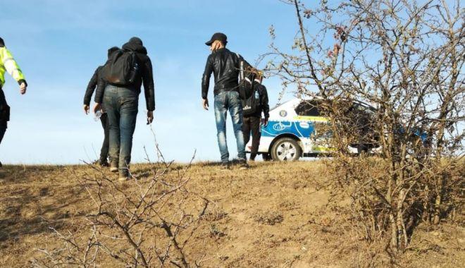 Migranți libieni, prinși pe câmp, aproape de graniță - prinsilafrontiera-1601824010.jpg