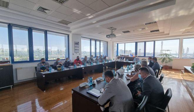 """Ministrul Raluca Turcan, în vizită la SNC. """"Pregătim un set de măsuri pentru rezolvarea problemei forţei de muncă!"""" - santier2-1627544666.jpg"""