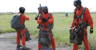 Parașutiștii Forțelor pentru Operații Speciale, la cursuri, în poligonul Capu Midia