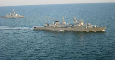 """Fregata Mărăşeşti, la """"antrenamente"""" cu distrugătorul american USS Laboon"""