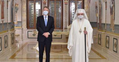 Patriarhul Daniel a fost decorat de preşedintele Klaus Iohannis