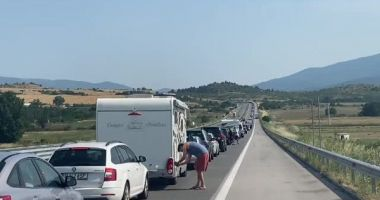 MAE îi sfătuieşte pe români ce să facă să nu stea la cozi la intrarea în Grecia