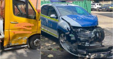 Poliţist amendat după ce a provocat un accident rutier în care a distrus autospeciala