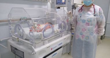 Maternitatea Medgidia, devenită linie COVID, dotată urgent cu un incubator, de către organizaţia Salvaţi Copiii