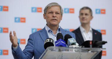 Dacian Cioloș, așteptat azi în Parlament cu lista de miniștri și programul de guvernare