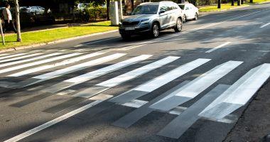 Fetiță de 5 ani, lovită în timp ce încerca să traverseze strada