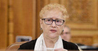 Plenul Parlamentului dezbate miercuri solicitarea de revocare a lui Renate Weber din funcţia de Avocat al Poporului